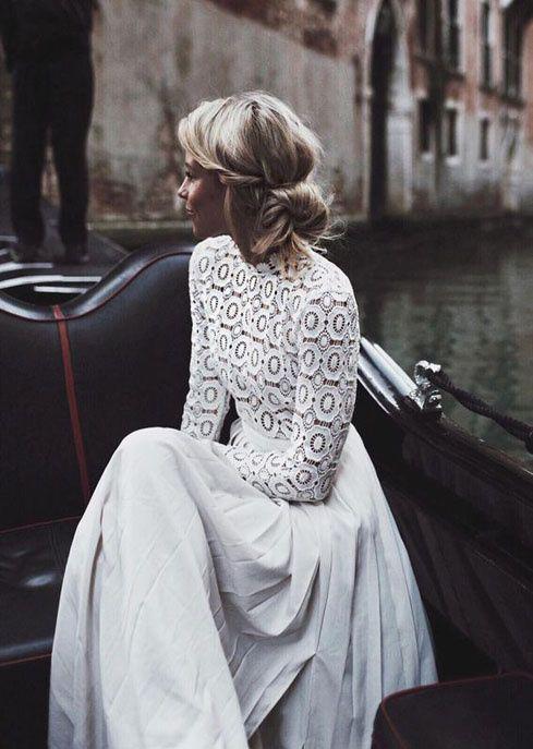 Emeline Blanc Une robe de mariée à manches longues en crochet