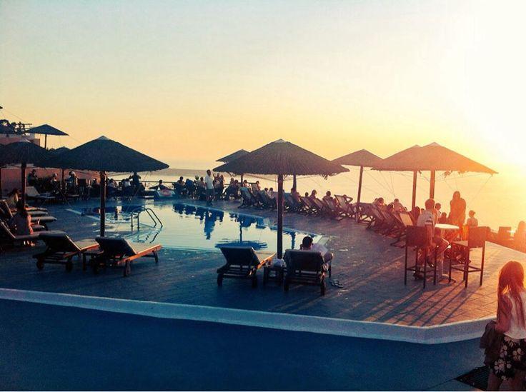 #PoolBar #Sunset #Oia #Santorini #Greece #Travel | www.santoriniplus.net