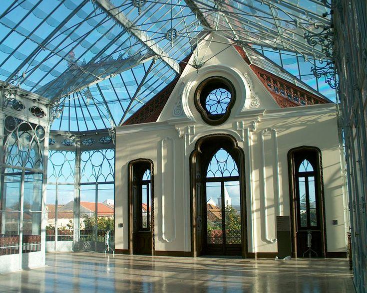 Construída em 1872, é um edifício único, do séc. XIX, que nos remonta ao período heroico da história da fotografia. Construída em ferro, pedra e vidro, no jardim da casa do seu proprietário, amante...