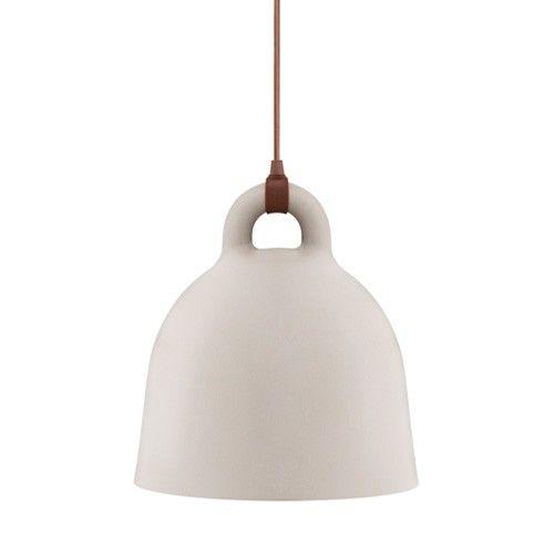 De Bell hanglamp is gemaakt van Aluminium en werkt met een E27, 9 watt lamp (wordt niet meegeleverd). Wordt geleverd inclusief snoer van 4 meter, exclusief plafondbevestiging. Verkrijgbaar in de maten small, medium en large en de kleuren grijs en zand.  Afmetingen:  Small: Ø 35 cm x h 37 cm. Medium: Ø 44 cm x h 44 cm. Large: Ø 55 cm x h 57 cm.