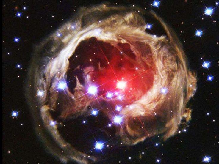 Hubble detecta aglomerado de estrelas-monstro milhões de vezes mais brilhante que o Sol