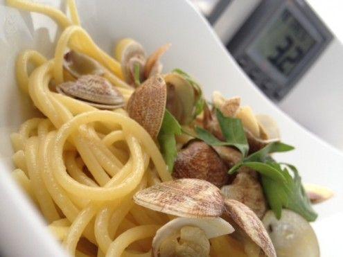 La ricetta degli spaghetti alle vongole non può mancare durante l'estate ... Se l'estate arriva!