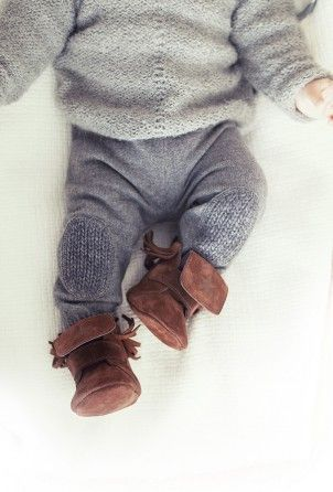 gray knit outfit with brown suede booties