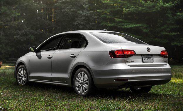 Volkswagen Jetta Reviews - Volkswagen Jetta Price, Photos, and Specs - Car and Driver
