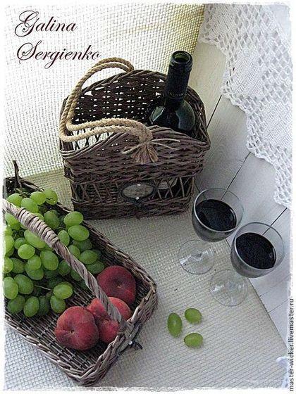 """Плетеный набор """"Париж.Кафе-шантан"""" - тёмно-серый,короб для вина,поднос для фруктов, продается , цена 2280."""