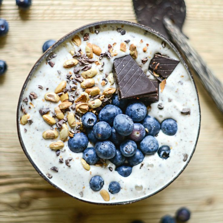 Vanilla Blueberry Cocoa Smoothie Bowl with protein