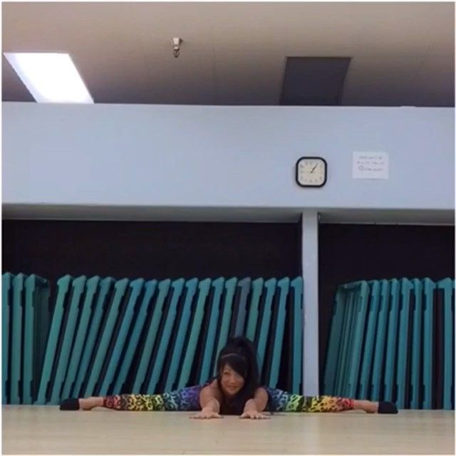 Straddle zombie press w/ shoulder pull straddle position (Wearing my @ironfistathletic leggings) #acrobatics #acroyoga #coretraining #traininsane #strength #balance #flexibility #calisthenics #circus #stretch #fitgirlvideo #fitnessmotivation #exercise #femalecalisthenics @fitgirlsworldwide #gym_videos #fitgirlvideos #fitnessgirlsvideo #fitness_videos #instafitvideoz #fitspiration #fitfam #vanfitfam #handstand #handstands #pressuphandstand