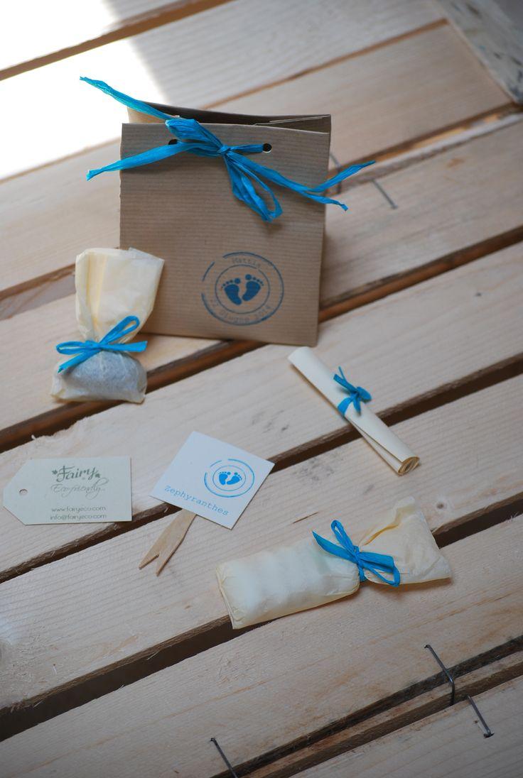 Bomboniera ecologica sacchetto in carta riciclata con all'interno confetti e bulbo da mettere a dimora e timbro con piedini