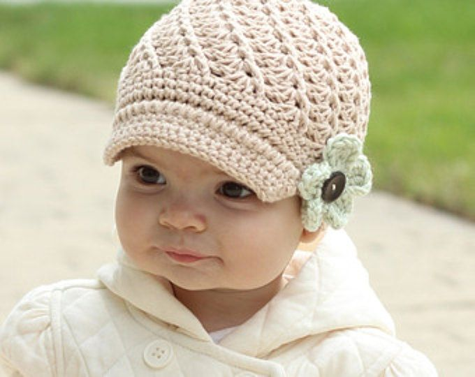 Intercambiables bebé ganchillo sombrero de la flor, estilo de vendedor de periódicos, Tan sombrero del bebé, COLOR de su sombrero de vendedor de periódicos elección, muchacha del bebé/niño pequeño, muchacha con flores