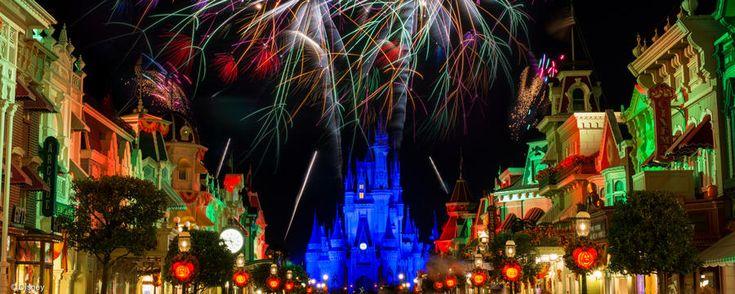 Você gostaria de assistir ao desfile e show de fogos do Halloween da Disney com uma vista especial? Vem ver Happy HalloWishes Dessert Premium Package!