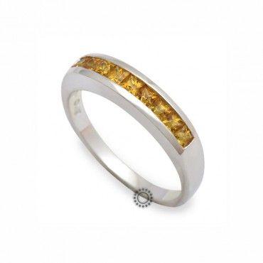 Μοντέρνο σειρέ δαχτυλίδι λευκόχρυσο Κ18 με κίτρινα καρέ ορυκτά ζαφείρια τοποθετημένα συρταρωτά στο δαχτυλίδι   Δαχτυλίδια ΤΣΑΛΔΑΡΗΣ στο Χαλάνδρι #σειρε #ζαφείρι #λευκοχρυσο #δαχτυλίδι