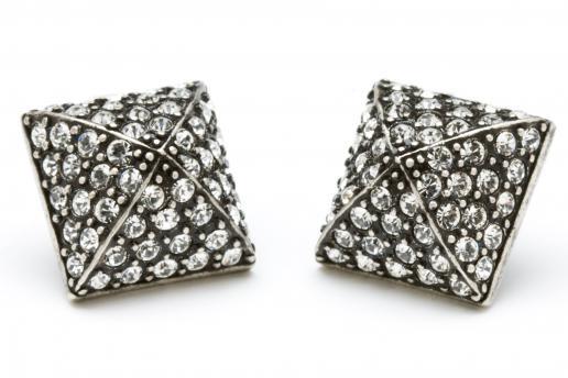 Pyramid Stud Earrings: Diamond Studs, Studs Muffins, Stud Earrings, Studs Earrings, Jewelry, Black Diamonds, Pyramid Studs, Diamonds Studs