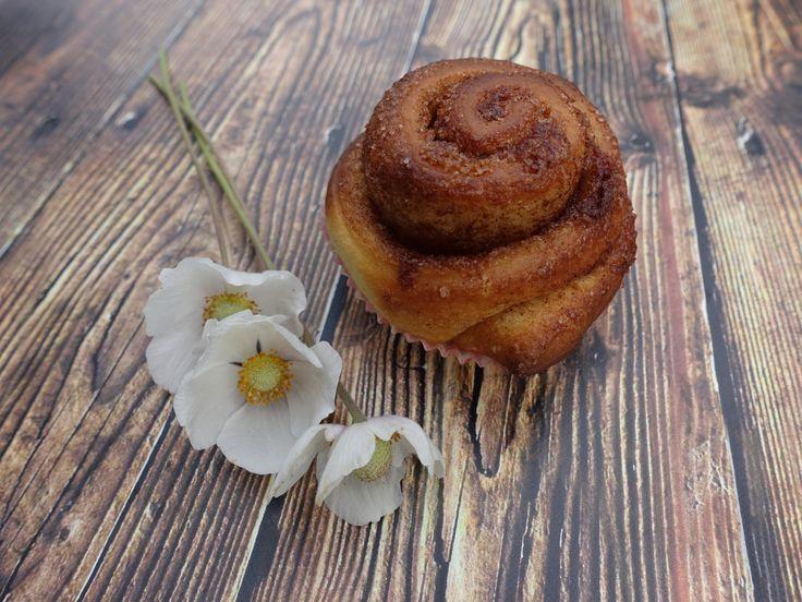 A hétvégén elfogott egy gyerekkori érzés, ahogy a férjemmel egy rózsabokor mellett sétáltunk el kézenfogva. Először is megállapítottam, hogy bár sokszor kapok rózsát és általában virágot, azoknak n…
