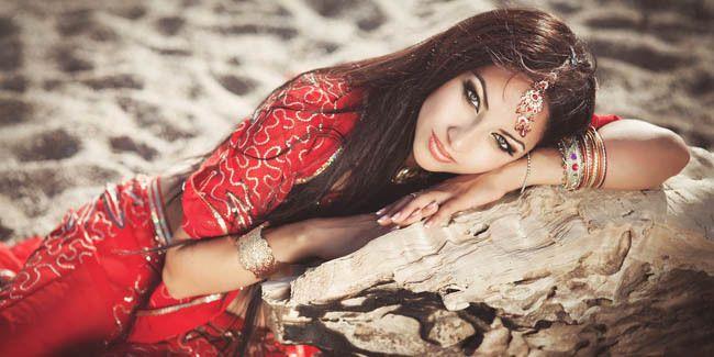 Anda pecinta Bollywood? Pastinya Anda pernah bertanya-tanya mengapa wanita di India selalu menghiasi hidung mancung mereka dengan berbagai perhiasan seperti cincin hidung, emas, hingga berlian? Haruskah mereka melakukannya?