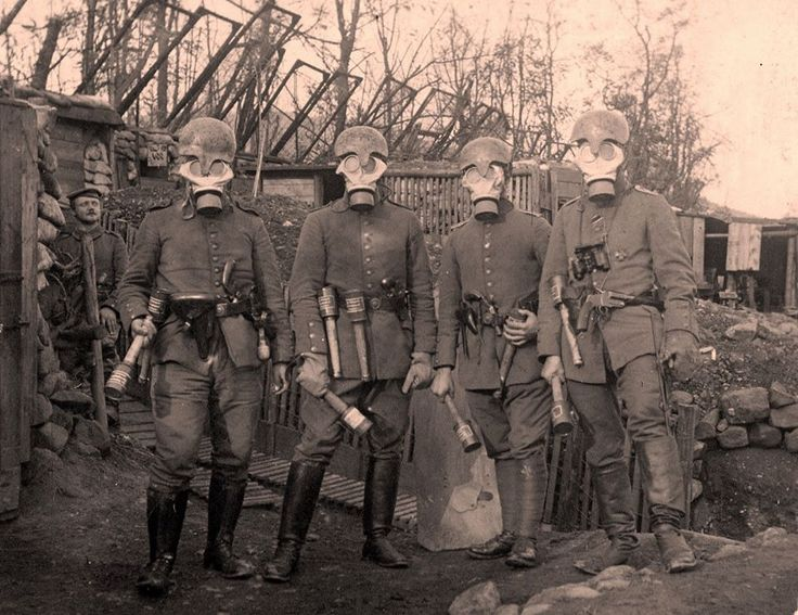 "Officers with ""Gaede"" helmets, , Stielhandgranate, M15 Gummimaske and flare pistols."