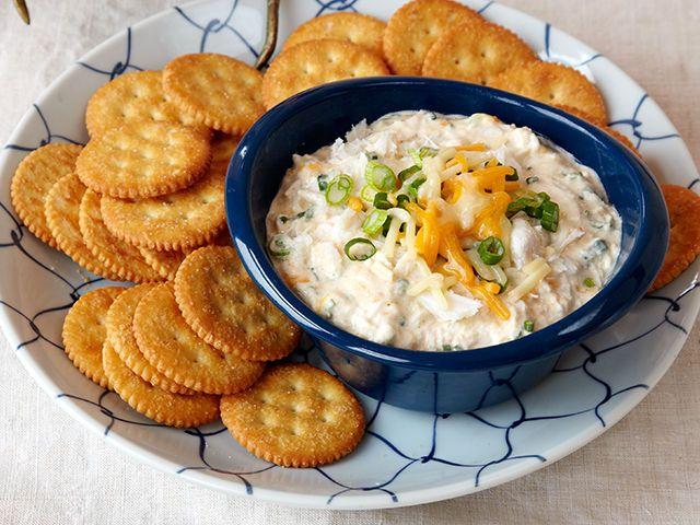 La suave base de queso crema, la carne de cangrejo desmenuzada y las salsas Worcestershire y picante te harán pensar en las costas de la bahía Chesapeake.