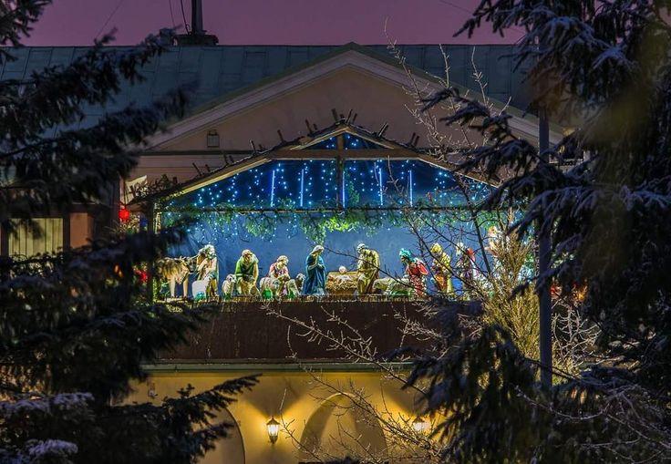Szopka bożonarodzeniowa na balkonie siedziby #radioemkielce #kielce #kielcepieknesa #swieta #święta #bożenarodzenie #bozenarodzenie #christmas #christmastree #szopka #swietokrzyskie #jezus #jesus #nikon #nikonphotography #snowwhite #winter #igerskielce
