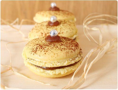 Si vous êtes fan de la crème de marron, ces macarons sont pour vous. A réaliser à Noël. Découvrez ma recette des macarons en vidéo pour les réussir.