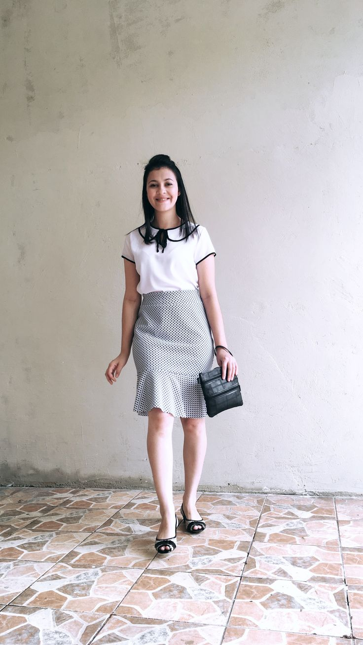 Blusa estilo marinheiro , bolsa 👛 carteira de couro , look clássico P&B