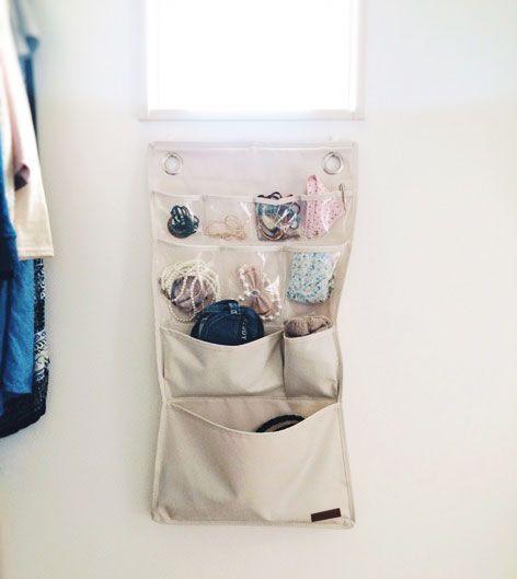 サッと取れて戻しやすいウォールポケットで手袋やアクセサリー収納 ... ニトリのウォールポケット
