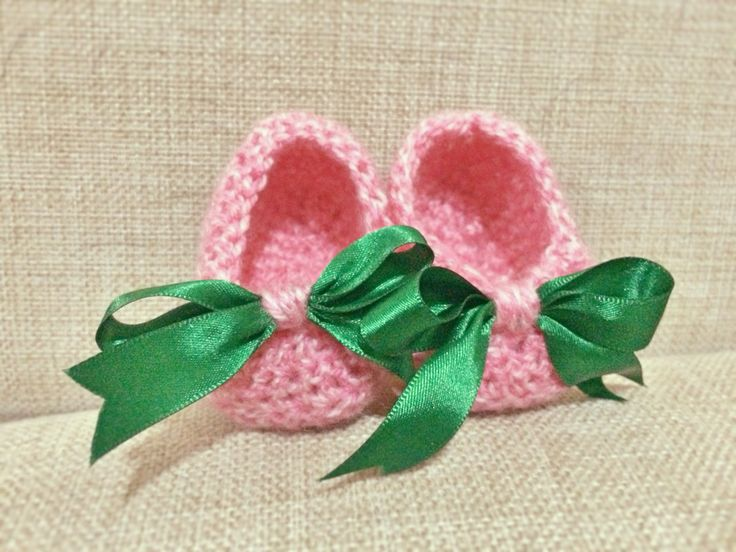 Knit baby pink shoes