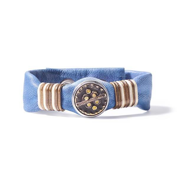 Noosa Amsterdam Wabi Sabi Harmony bracelet. De Wabi Sabi armband van NOOSA-Amsterdam is een handgemaakte armband van zacht leer, versierd met metalen ringen in verschillende tinten.
