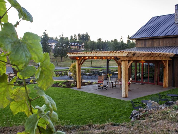 At the 2016 NW Natural Street of Dreams, outdoor projects built with Humboldt Redwood graced a show home and a wine tasting room.