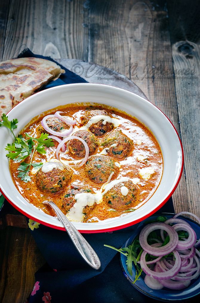 [Indian] Palak Paneer Kofta Curry - Palak Paneer Kofta Curry is delicious rich nutty paneer and palak balls simmered in spicy creamy cashew tomato gravy. A die hard combo which is a must try.