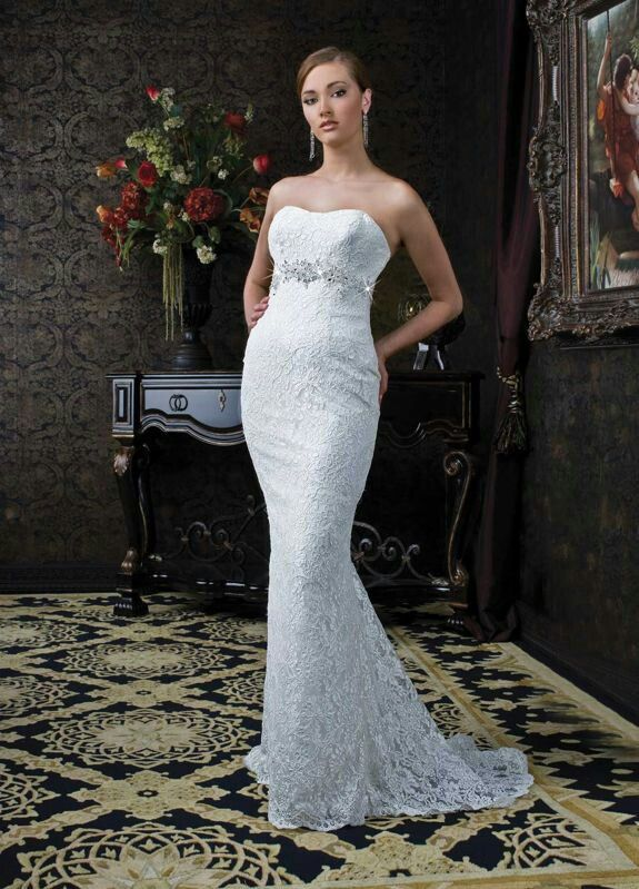 Lovely Mermaid Strapless Modified Sweetheart covered With hollow shaped Arabesquitic Lace Bodice Wedding Dress
