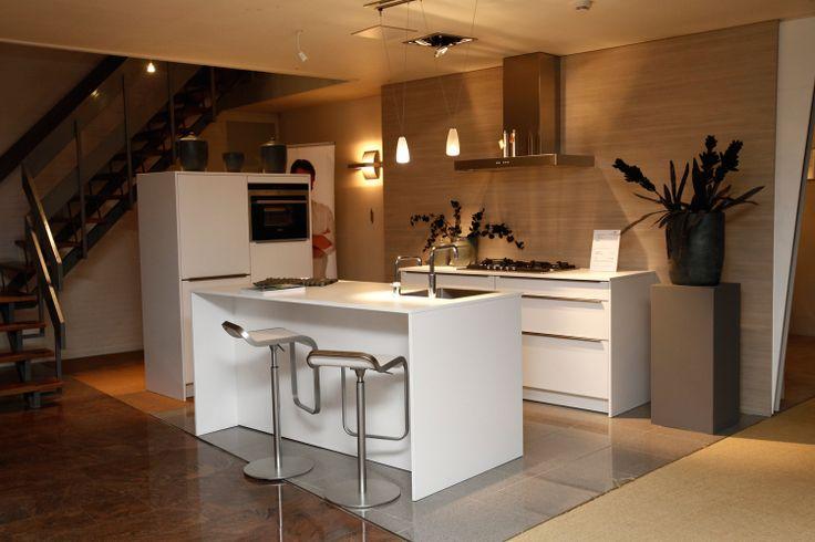 Eiland Keukens Showroom : Eiland keuken in de showroom van Van Wanrooij keuken en