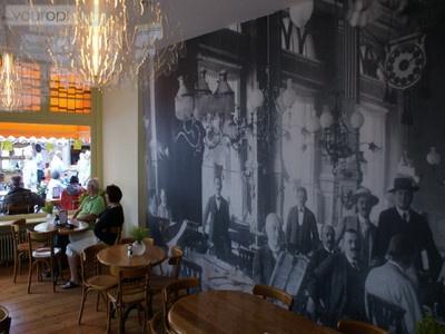 Macchiato aan de Nieuwe Rijn voor misschien wel de lekkerste appeltaart van Leiden en goede koffie!