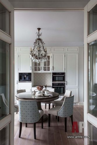Фото интерьера столовой квартиры   Дизайн интерьера квартиры цвета кобальта и бирюзы в стиле фьюжн   Apartment interior design cobalt blue and turquoise fusion