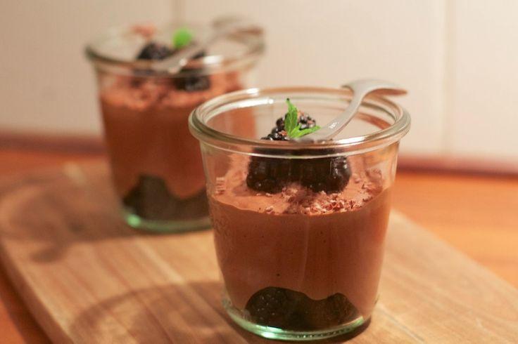 Chokolade mousse med brombær