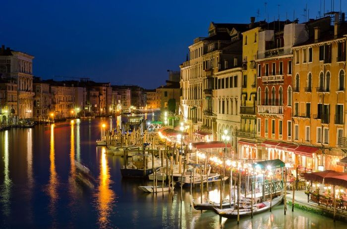 Огни Гранд-канала в Венеции. Италия.