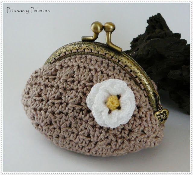 """Pitusas & Petetes: """"Camel crochet coin purse"""""""