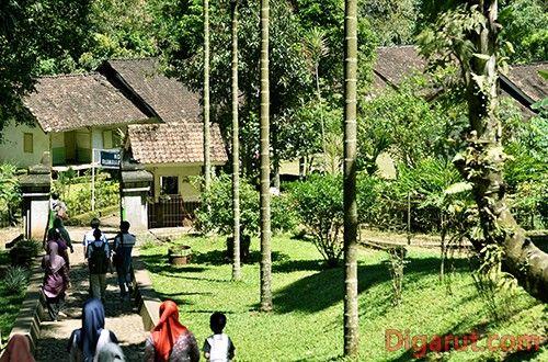 Kampung Pulo Cangkuang - Rumah Adat Tradisional yang Unik