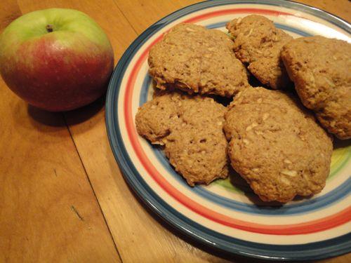 Si comme moi, il vous reste des pommes, j'ai une #recette_de_biscuits_aux_pommes à vous suggérer. Bon lundi!