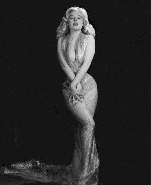 Она сводила с ума миллионы! Бетти Бросмер - самая соблазнительная красотка 50-х