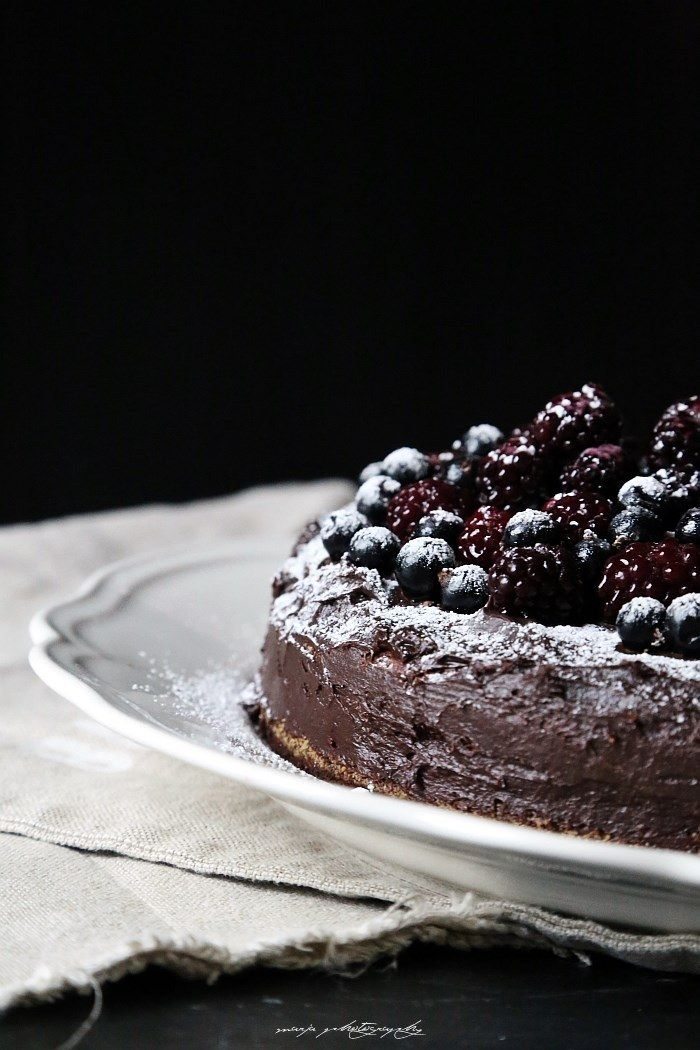 Exquisite chocolate cake with cappuccino and berries | Divaani Blogit (Finnish)