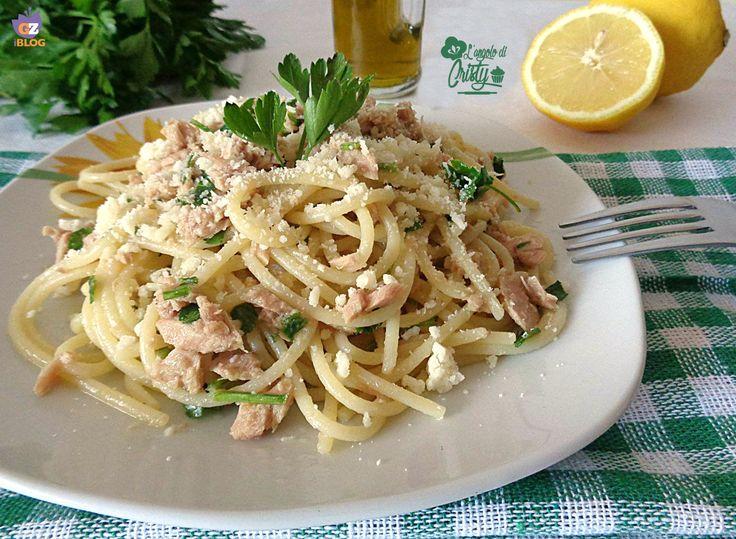 A volte e' proprio vero che le cose semplici sono le piu' buone e questo primo piatto di spaghetti tonno e limone e' delizioso nella sua semplicita' !