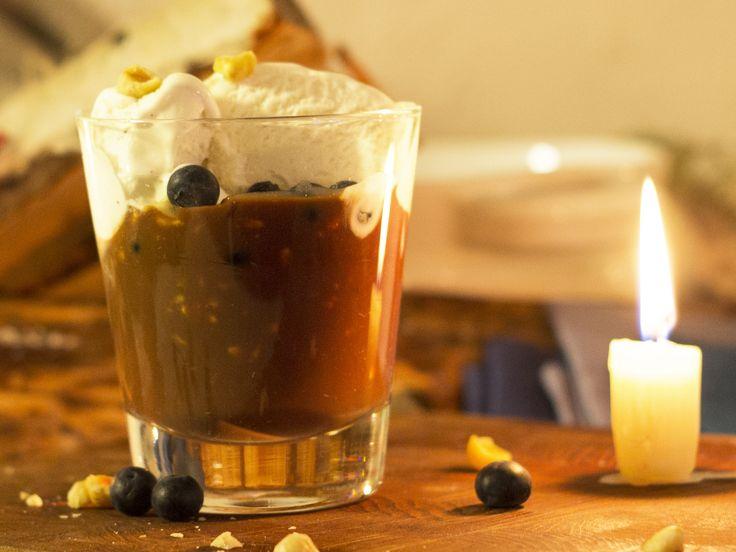Flytande Schweizernöt med vaniljglass och blåbär | Recept från Köket.se