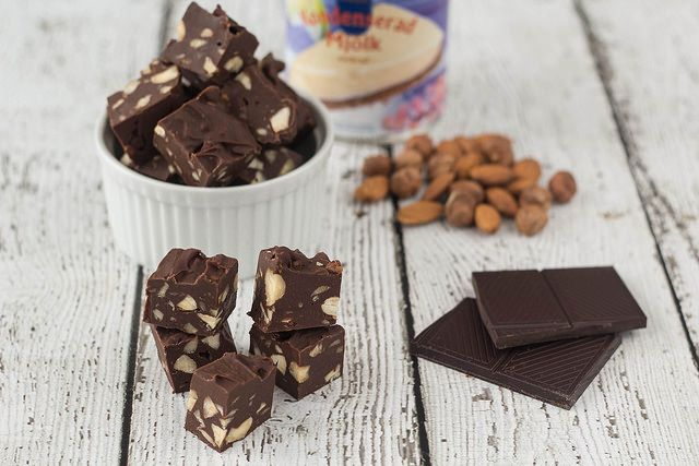 Microwave Chocolate Fudge with Nuts | Easy recipe!