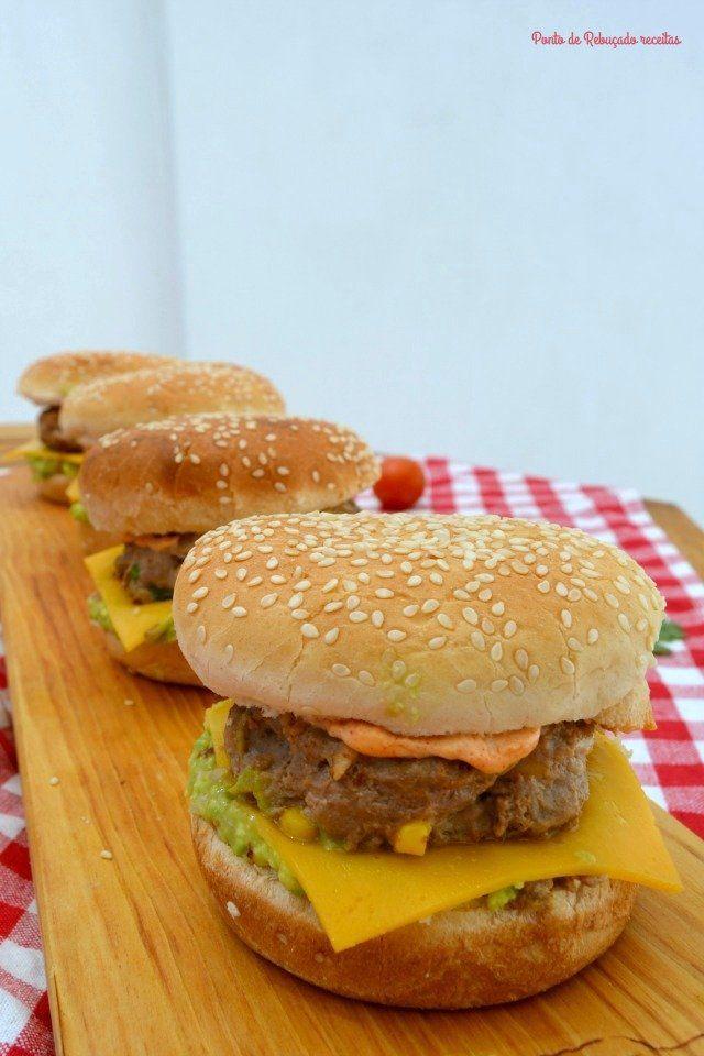 Hambúrguer mexicano com maionese fumada - http://gostinhos.com/hamburguer-mexicano-com-maionese-fumada/