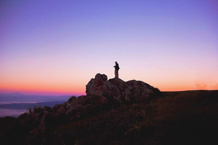 Amanecer en el mirador Juan Dieguez Olaverri Chiantla Huehuetenango. #guatemala #guatemalaphotostock #paisaje #landscape #landscapephotography #soy502 #soyinstagramer #instagood #instapic #instalike #instadaily #instagrammersgt #instatravel #instanature #travelgram #viajexguatemala #amanecer #sunrise #huehuetenango #explorahuehue #wanderlust #wandering #wanderfolk #wanderland