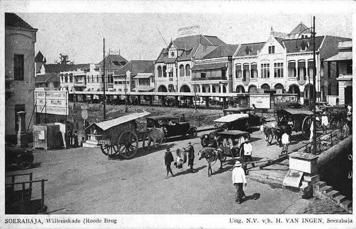 Roode Brug Soerabaia 1930 by Willemskade