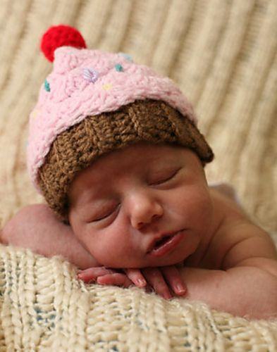 sweet version of a cupcake hat for a newborn (free pattern @ ravelry)