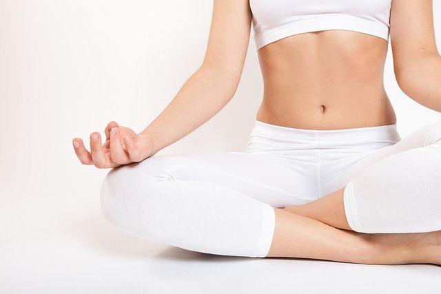 Consigue aliviar la presión arterial alta con el yoga