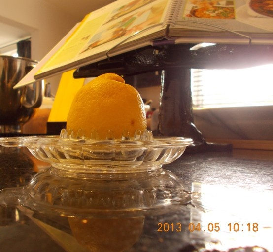 learning to use a juicer for the lemon