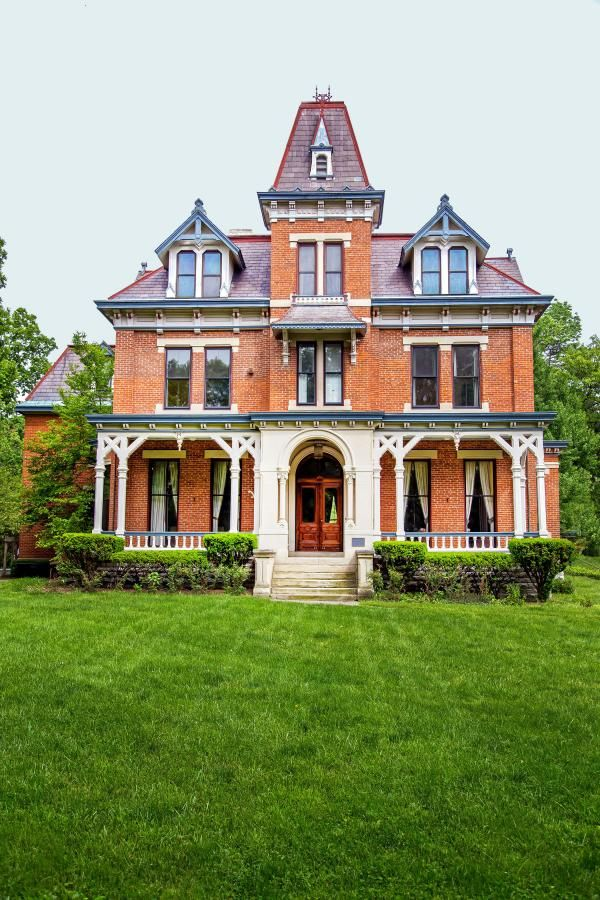 17 best images about brick victorians on pinterest queen for Elegant house