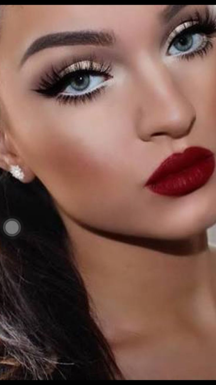 Bold Red Lip Maquillaje Labios Rojos Maquillaje Dia Maquillaje
